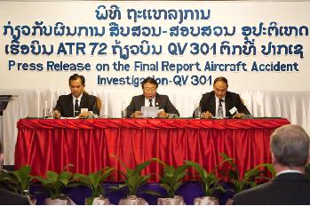 2013-10-16_RDPL-34233_ATR72@Pakse_PressConference