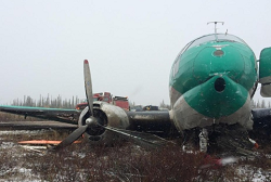 2015-09-25 Buffalo Airways Curtiss C-46 damaged on landing at Deline, NWT