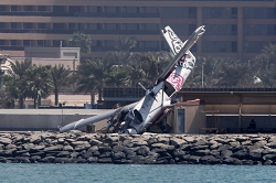 2015-10-02 Skydive Dubai DHC-6 badly damaged in runway excusion Dubai