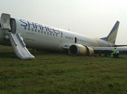 2015-11-03 Shaheen Air Boeing 737-400 off runway at Lahore