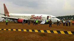 2015-11-06 Batik Air Boeing 737-900 off runway at Yogyakarta