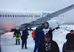 2016-01-07 Blue Air Boeing 737-400 ran into snow on landing Cluj