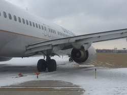 2016-01-22 United Airlines Boeing 737-900 off runway at Chicago O'Hare