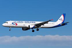 2016-02-06_VLG+Ural_A321@LEBL_incursion_ACFT2