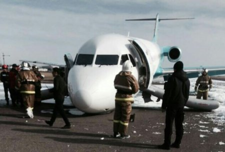 2016-03-27 Bek Air Fokker 100 damaged in nosegear-up landing at Astana