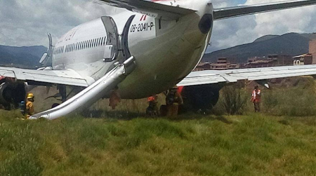 2016-03-20 Peruvian Boeing 737-500 off runway at Cuzco