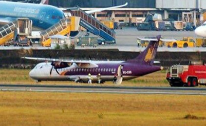 2016-04-02 Cambodia Angkor Air ATR-72 off runway at Ho Chi Minh City
