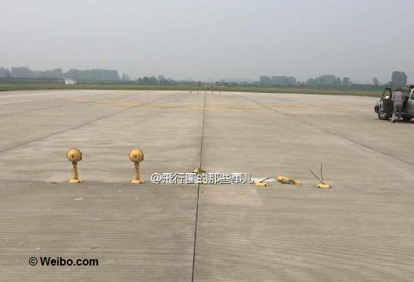 2016-05-06 China United B737-800 hit lights on training flight at Yangzhou