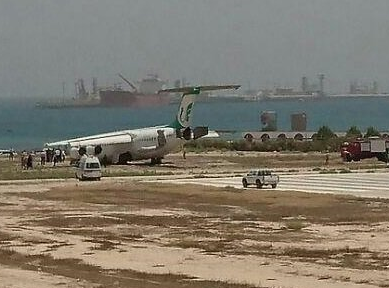 2016-06-19 Mahan Air BAe 146 damaged on landing at Khark