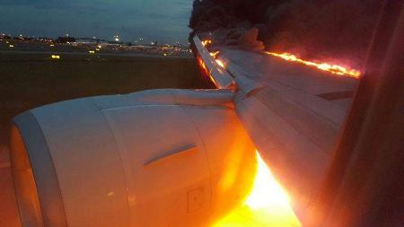 2016-06-27 Singapore AL Boeing 777-300 caught fire on landing at Singapore-Changi
