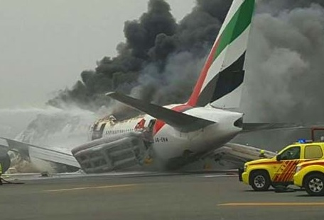 2016-08-03 Emirates Boeing 777-300 crashed on landing at Dubai