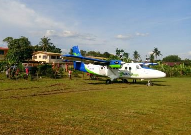 2016-08-27 MASwings DHC-6 off runway at Marudi