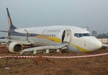 2016-12-27 Jet Airways 737-800 off runway at Goa
