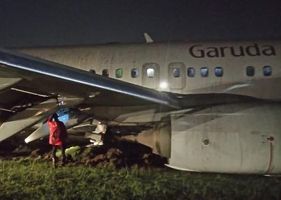 2017-02-01 Garuda Boeing 737-800 off runway at Yogyakarta