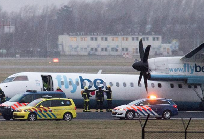 2017-02-23 FlyBe DHC-8-400 gear collapse at Amsterdam