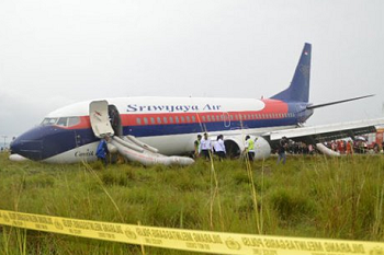 2017-05-31 Sriwijaya Air B737-300 runway excursion at Manokwari